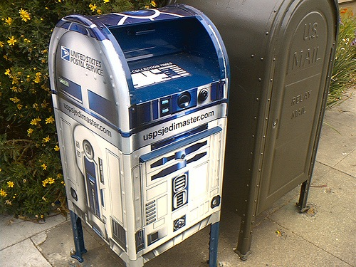 R2D2 Mailbox by Ben Brown on Flickr